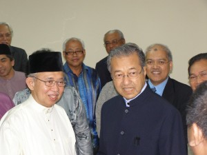 tun-dr-mahathir-tengku-li-in-um-1