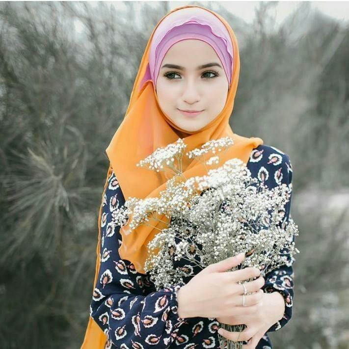 cute girl wearing hijab