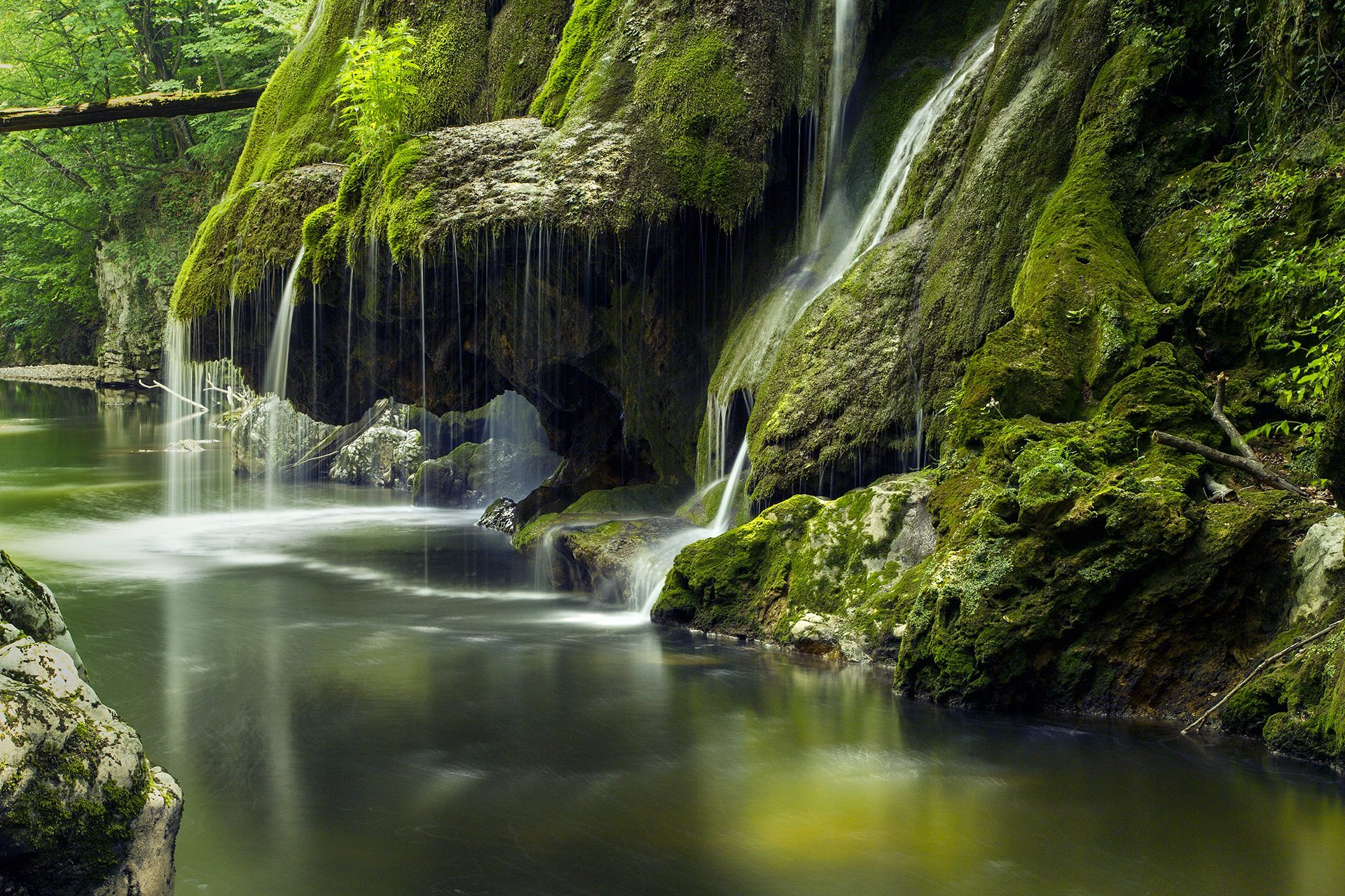 Air Terjun Paling Indah Di Dunia Bigar Waterfall   Azhan.co