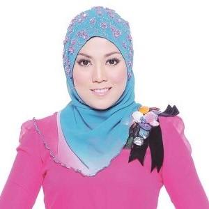 Shila Amzah Bertudung