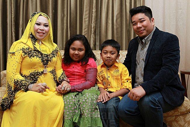 datuk-seri-vida family