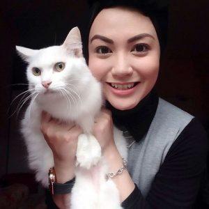 Anis Al Idrus dan Kucing Comel