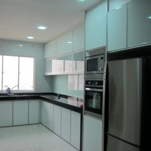 3G Snow White with Aluminium Frosted Glass and Granite Countertops
