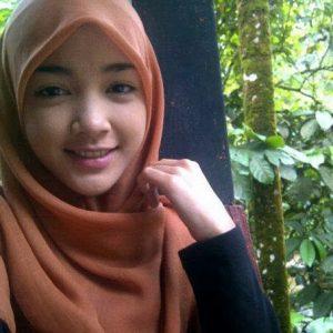 Eyka Farhana Bertudung Comel