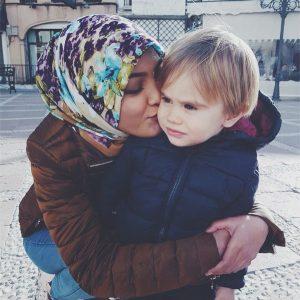 Foto Eyka Farhana Dengan Budak Lelaki