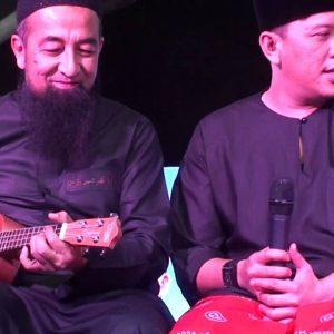 Santai Ambang Tahun Baru, Ustaz Azhar Idrus Bermain Gitar