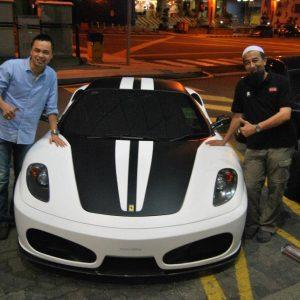 Ustaz Azhar Idrus Bergambar Dengan Ferrari F430 Selepas Kuliah