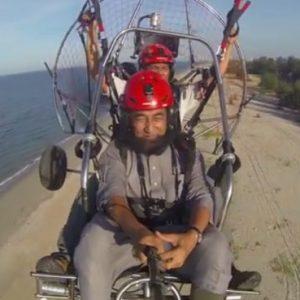 Ustaz Azhar Idrus Gayat Naik Paramotor Terbang