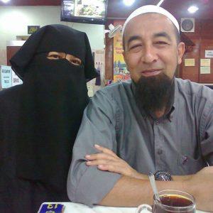 Ustaz Azhar Idrus dan Isteri