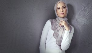 Biodata Bella Dally, Artis Kacukan Melayu, Pakistan dan Filipina
