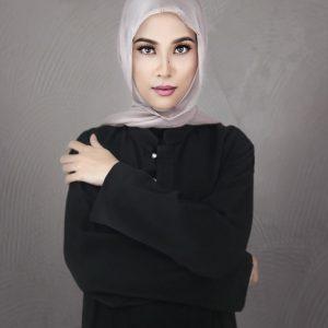 Bella Dally Profile Photo Studio