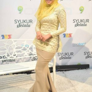 Elfira Loy Cantik di Program TV3