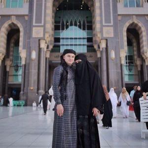 Gambar Rozita Che Wan dan Zain Saidin di Mekah