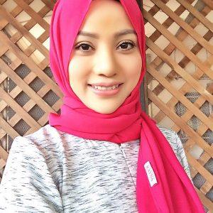 Artis Awek Melayu Cun Nazeera Sardi Bertudung