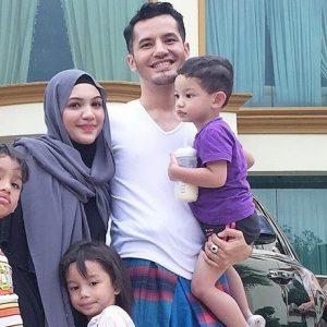 Dato Aliff Syukri Santai Berkain Pelekat