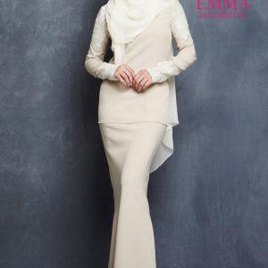 Emma Maembong Dengan Baju Kurung Moden (Mahkota)