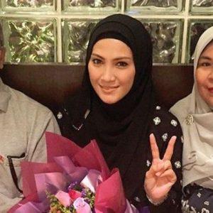 Gambar Keluarga, Ibu dan Ayah Sherry Ibrahim