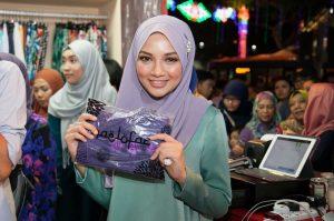 5 Jenama Tudung Milik Selebriti Wanita Popular Malaysia