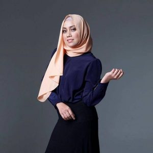Mia Ahmad Dengan Fesyen Berhijab