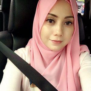 Mia Ahmad Selfie Dalam Kereta