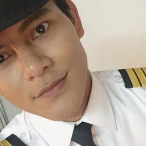 Nazim Othman Menjadi Pilot dan Pramugara