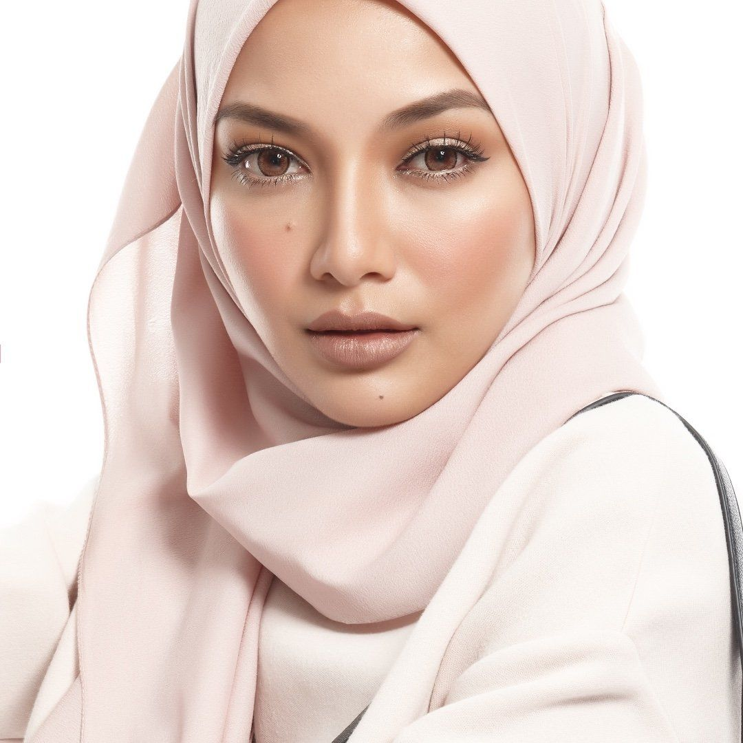 Beautiful Places In Malaysia With Description: Potret Comel Neelofa (HD Image)