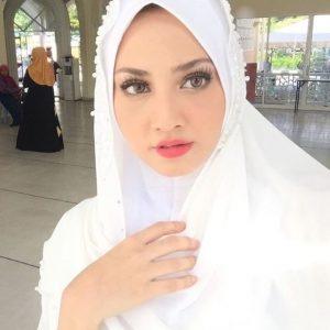 Wajah Fathia Latiff Berhijab Penuh