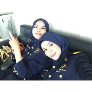 Foto Niena Baharun dan Mira Filzah Comel Pakai Uniform