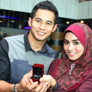 Gambar Pasangan Romantik Mawar dan Fizo Omar