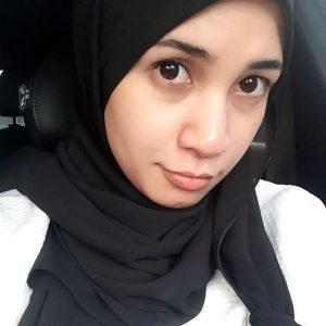 Izreen Azminda Selfie Buat Muka Comel
