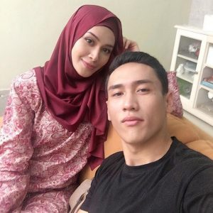 Kapten Ustaz Mukhriz dan Doktor Ariana (Raja Afiq dan Niena Baharun)