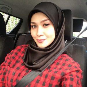 Niena Baharun Selfie