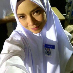 Nora Danish, Awek Baju Sekolah