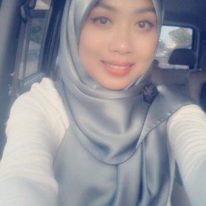 Tasha Manshahar Cantik Berscarf
