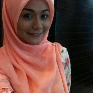 Tasha Shilla Ayu Bertudung Ala Gadis Kampung