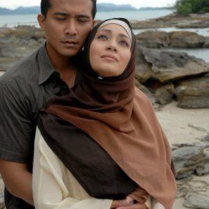 Aaron Aziz Dan Maya Karin Dengan Imej Bertudung