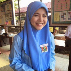 Ardell Aryana Pakai Uniform Sekolah Menengah