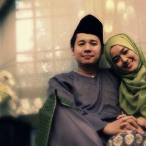 Foto Romantis Ally Iskandar Dan Isteri Farah Lee