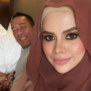 Gambar Alyah Dan Suami Datuk Ramli Ms