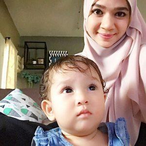 Gambar Diana Amir Dan Anak Perempuannya
