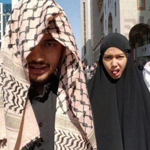 gambar-kontroversi-sharifah-sakinah-selfie-jelir-lidah-di-mekah