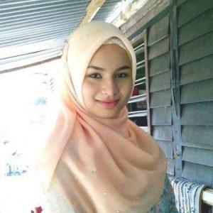 Izara Aishah Berhijab Ala Gadis Melayu