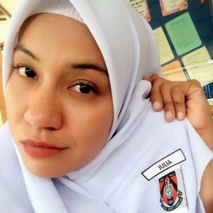 Mardiana Alwi Dengan Gaya Budak Sekolah