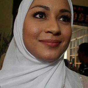 Maya Karin Dengan Solekan Make Up Nipis