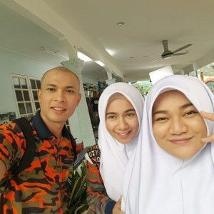 Selfie Abang Bomba Rayqal Amira Othman