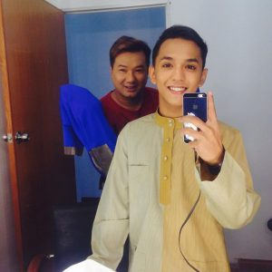 Selfie Aiman Tino Berbaju Melayu Untuk Recording untuk Raya Haji