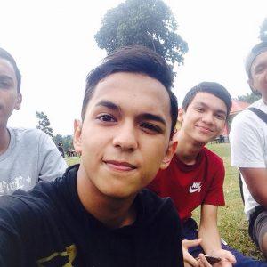 Selfie Aiman Tino Bersama Kawan-kawan