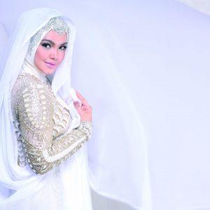 Siti Nurhaliza Dengan Fesyen Bertudung Serba Putih