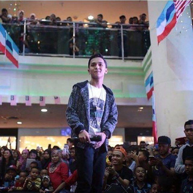 Aiman Tino Live Menyanyikan Lagu Hits Ku Rela Dibenci