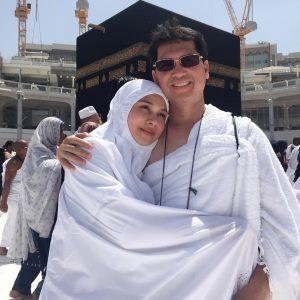 Anzalna Nasir Bersama Ayahnya Sewaktu Mengerjakan Umrah Di Mekah